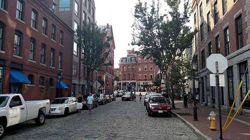Moulton Street in Old Port, Portland, Maine. 20 July 2016. By Bd2media - Own work, CC BY-SA 4.0, https://commons.wikimedia.org/w/index.php?curid=50276907